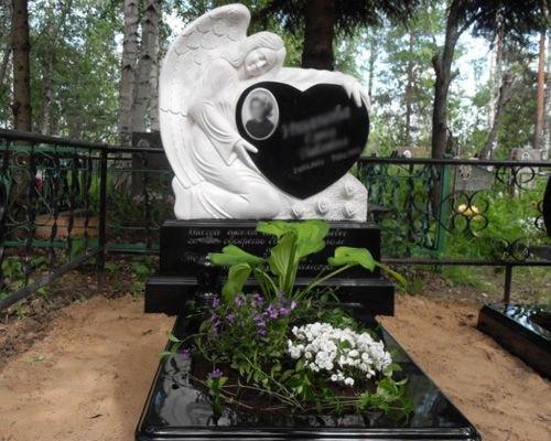 Изготовление надгробных памятников на могилу из мрамора и гранита